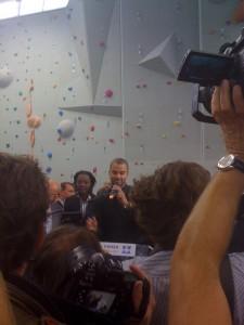 Tony Parker, parrain des deux nouveaux gymnases, avec Rama Yade, Ministre des Sports